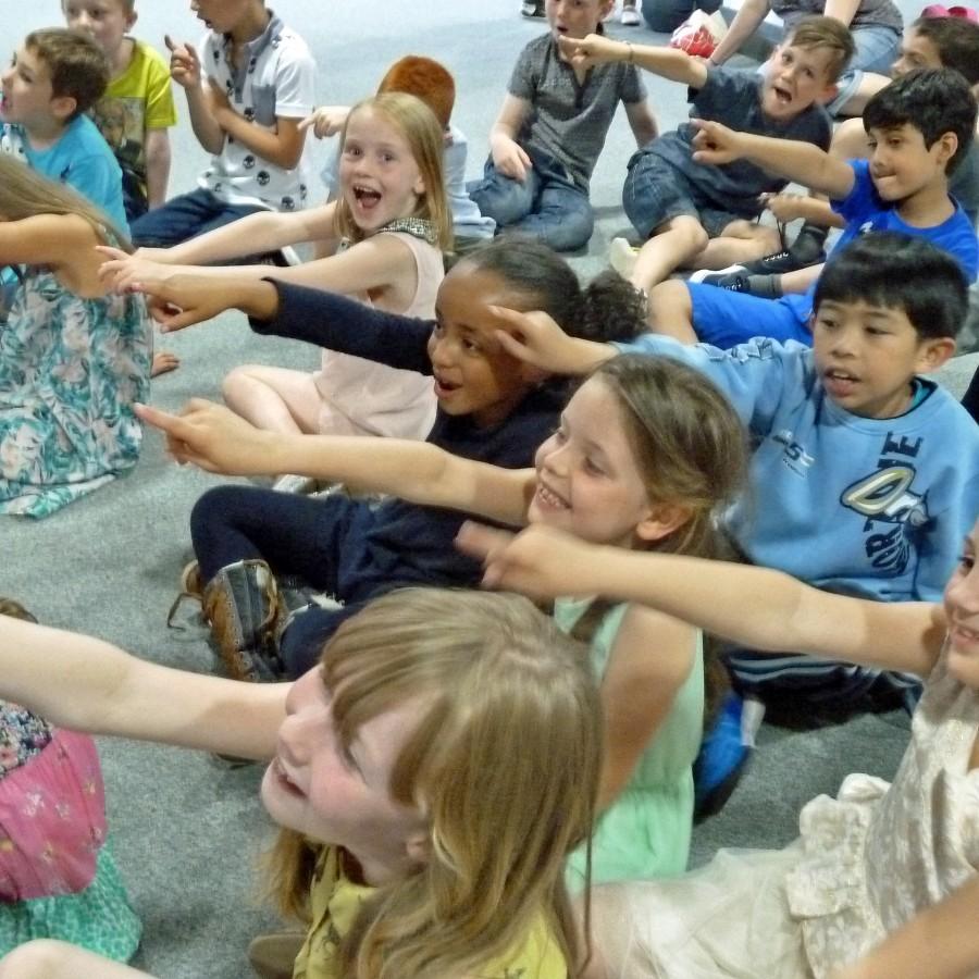 Magic Bob entertains at School shows Birmingham