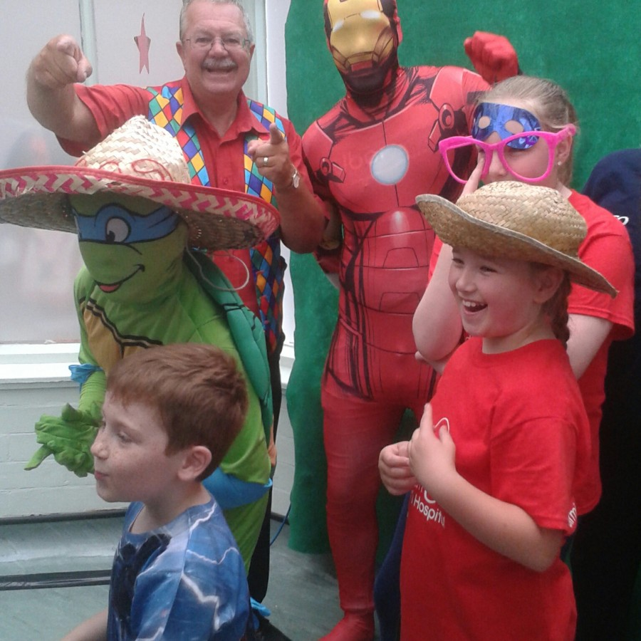 Children's entertainer The party will be in the main hall, which you can see from outside as you approach the school reception. There is parking available at the front of reception as well as street parking in front of the main gate.Magic bob at Birmingham children's hospital